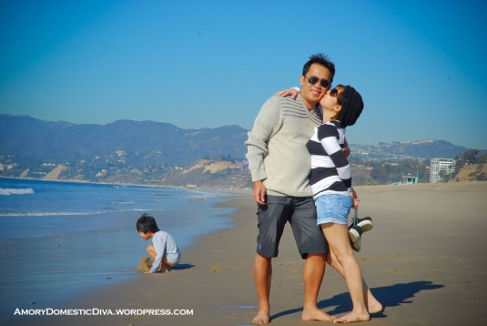 sta monica beach.kissing